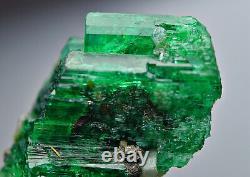 23.8 Ct Well Terminated Top Green Panjsher Panjsher Emerald Crystal Bunch @AFG