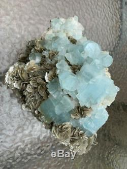12 Livres, Aquamarine Énorme Cristal Cluster Avec Moscovite Du Pakistan