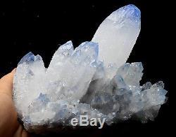 1222.9g Nouveau Find! Spécimen De Grappes De Cristal Avec Top Cristal Bleu Clair Et Rare