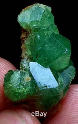 41-cts-rare-vert Émeraude-demantoid-grenat Termianted-cristal-groupe-échantillon-af