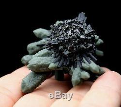 Grappe De Cristal Vert Rare De Beauté Naturelle Et Spécimen Minéral Ilvaite / Chine
