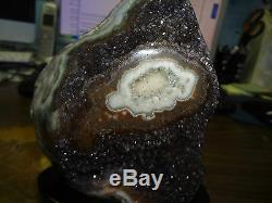 Groupe Geode De Grappes En Cristal Amethyste D'uruguay Avec Base De Stalactite En Bois