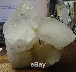 Lg. Cristal De Quartz Clair Géode De Lampe De La Cathédrale Du Brésil
