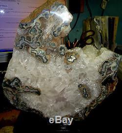 Quartz / Amethyst Cristal Cluster Geode De L'uruguay Avec Wooden Base