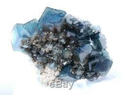 Spécimen Minéral De Cristal De Grappe Bleue-verte De Cube En Fluorite / China1177g